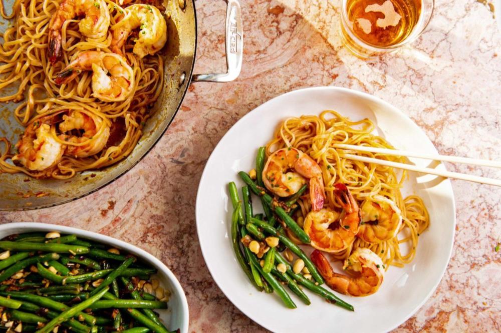 Asian Stir Fried Shrimp and Rice Noodles Recipe — The Mom 100
