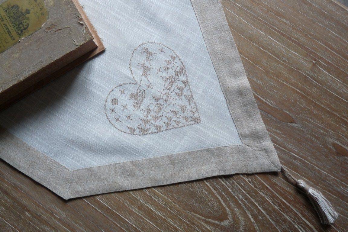 Chemin de table coeur grand chemin de table beige et blanc avec finition pointe et pompon - Chemin de table lavande ...