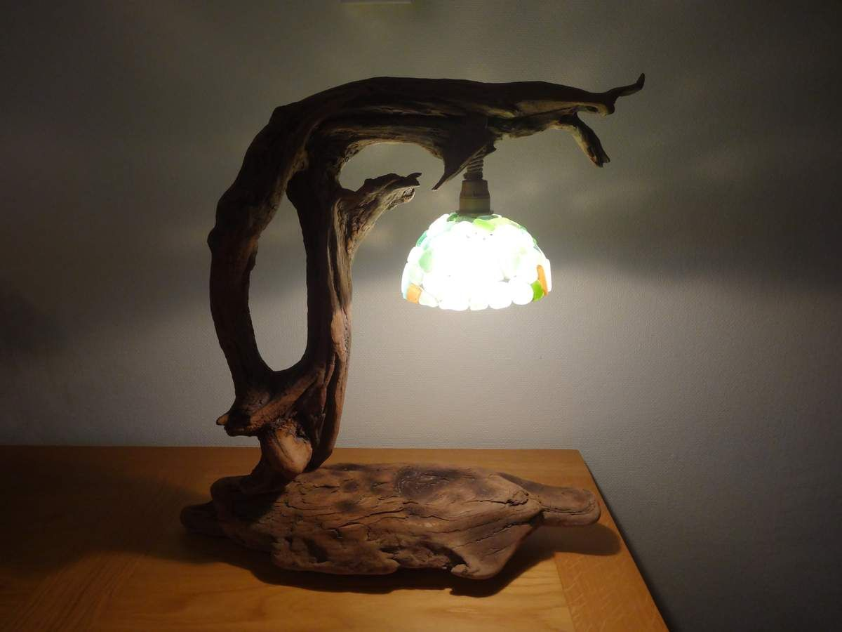 lampe en bois flott et verres d polis de corse. Black Bedroom Furniture Sets. Home Design Ideas