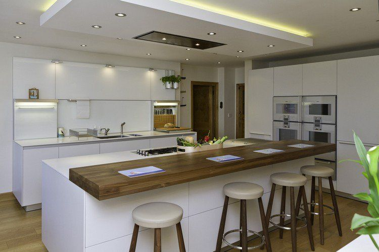 Lot de cuisine et espace de repas int gr pour cr er un for Ilot central petit espace
