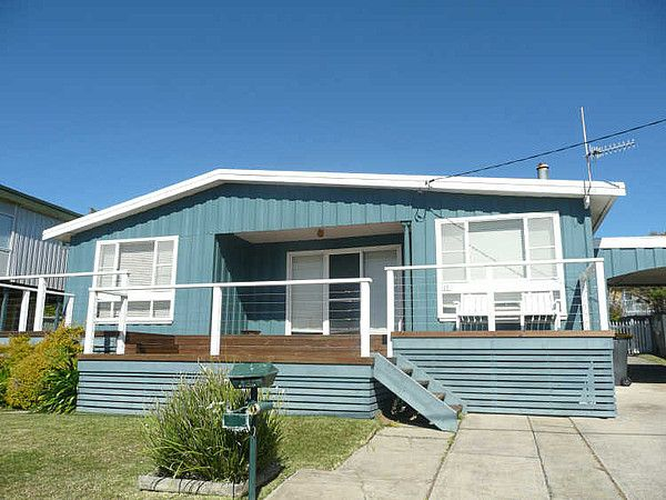 Classic Aussie beach house colours | House Exterior Colour Schemes ...