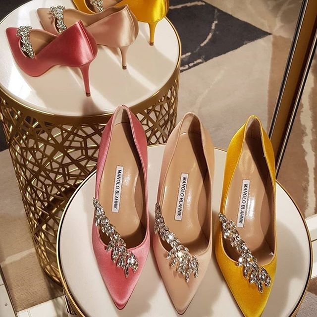 Finally FRIYAY! Wishing you a wonderful weekend lovelies 😍😘  📷 by @aceofshoe @manoloblahnik #ManoloBlahnik #Lurum #Hangisi #Ballerimu #Maysale #luxuryshoes #loveheels #fashionstyle #style #instaheels #shoeobsession #luxurybrands #treatyourfeet #shoegasm #instashoes #fashionshoes #shoesaddict #designershoes #shoelover #luxurybrandshoes #shoestobehappy #dressfromthefeetup