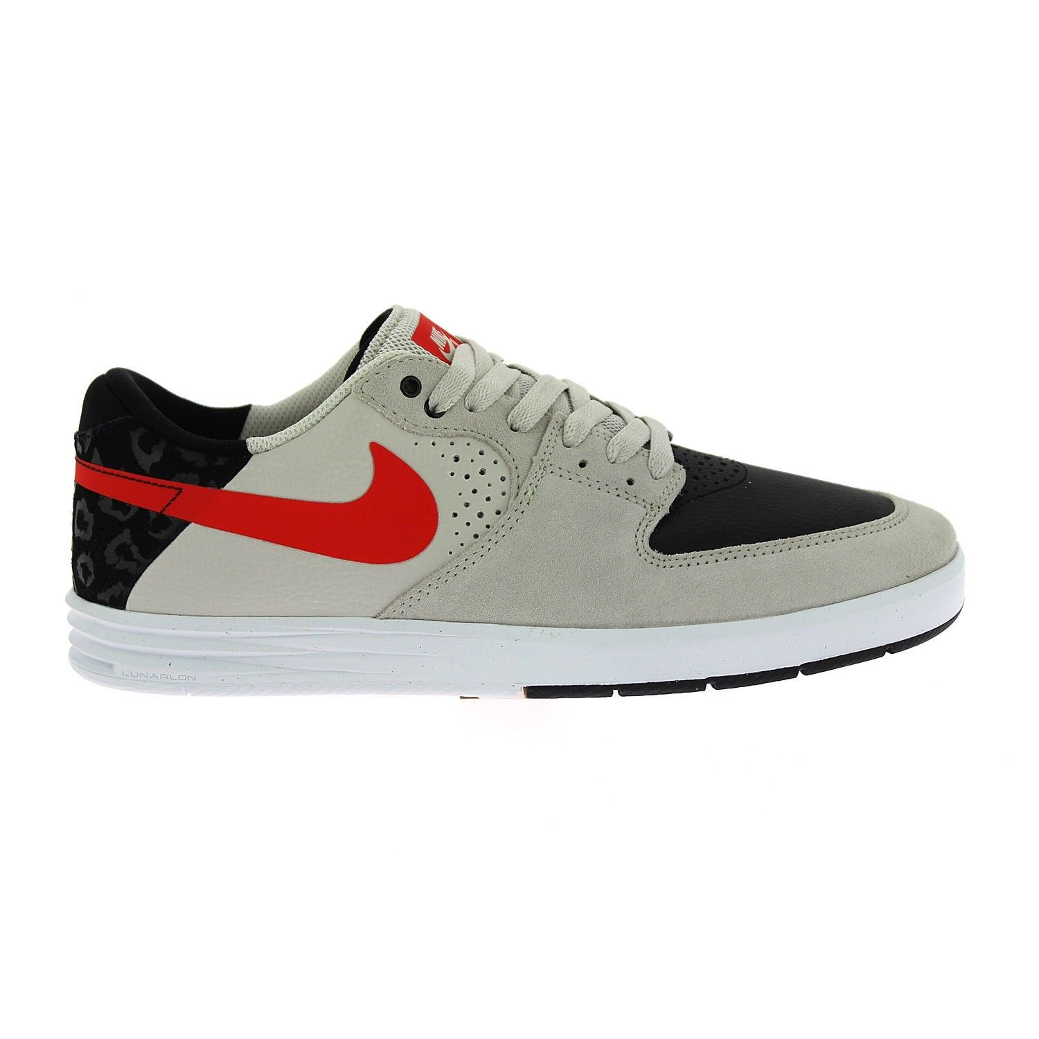 The Nike SB Paul Rodriguez 7 Low Men's Shoe is equipped with Lunarlon  cushioning in a Phylon midsole for excellent impact protection.