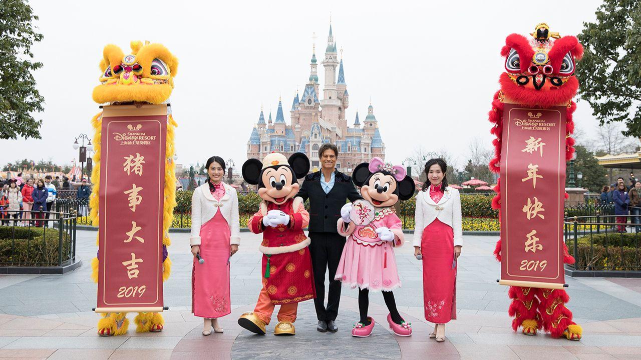 Shanghai Disney Resort Guests Enjoy Once A Year Chinese New Year Tradition Shanghai Disney Resort Disney Shanghai Chinese New Year Traditions