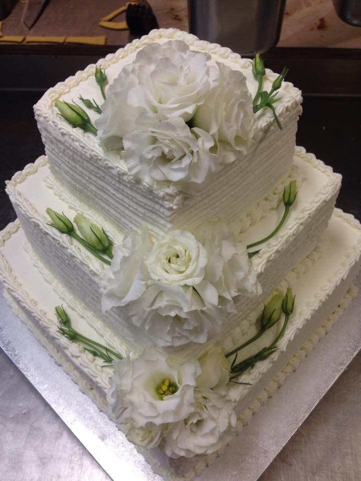 torta nuziale a piani ricoperta con panna www ...