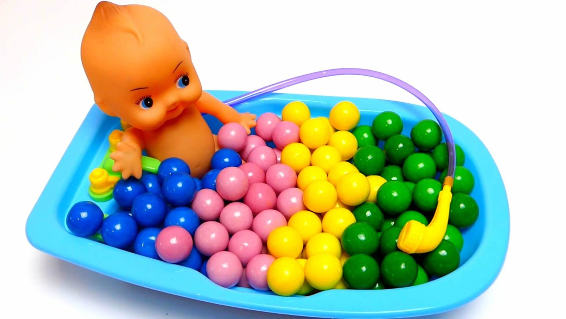 Baby Doll Bathtime with Toys & Gumballs & Learn Colors
