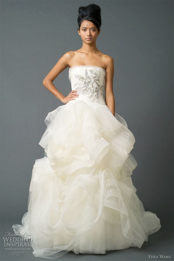 New Love the bodice not so much the skirt Beautiful Vera Wang Fall wedding dresses