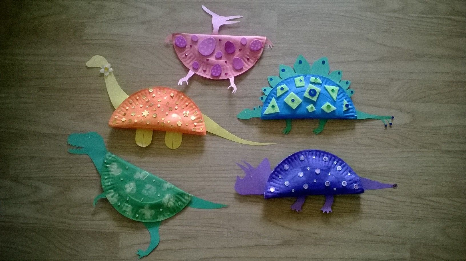 Dinosaur craft made from paper plates. Preschool paper plate craft. Dinosaur preschool craft. & Dinosaur craft made from paper plates. Preschool paper plate craft ...