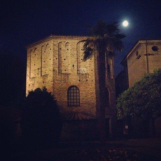 @marcomiccoli Battistero Neoniano Ravenna | MyTurismoER: Ravenna attraverso lo sguardo fotografico di @Sara Baraccani e @marcomiccoli