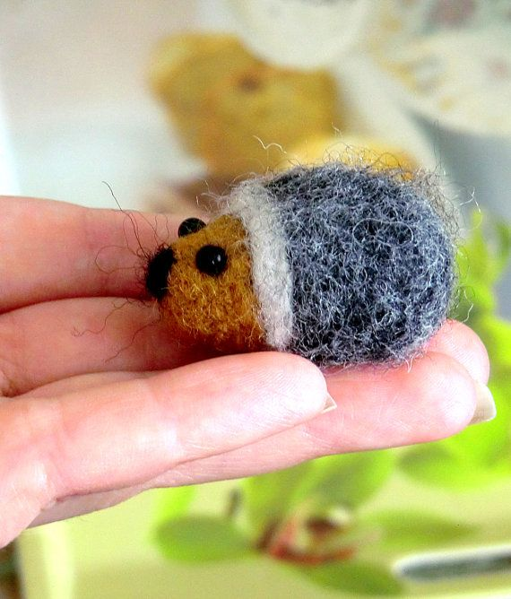 Brooch felted miniature Animal brooch hedgehog, Felt brooch, felted hedgehog, brooch-wool brooch-gift for her