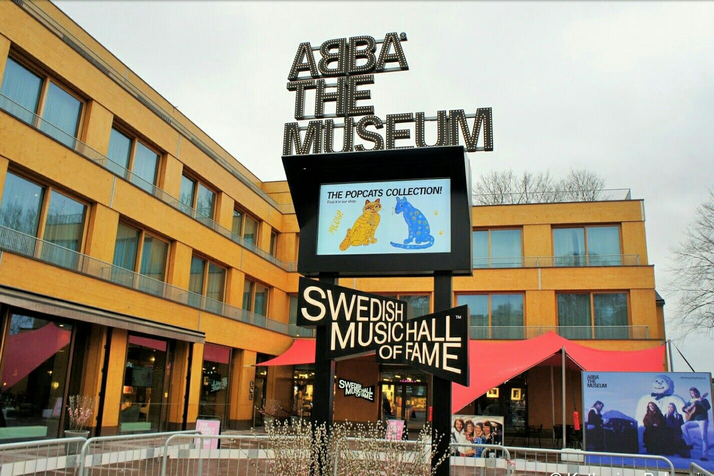 Är du en av dem som inte kan få nog av den legendariska musikgruppen ABBA? Då ska du bege till Stockholm och bandets eget museum. Här kan du se kläder, guldskivor och prylar och även prova på att vara den femte medlemmen.