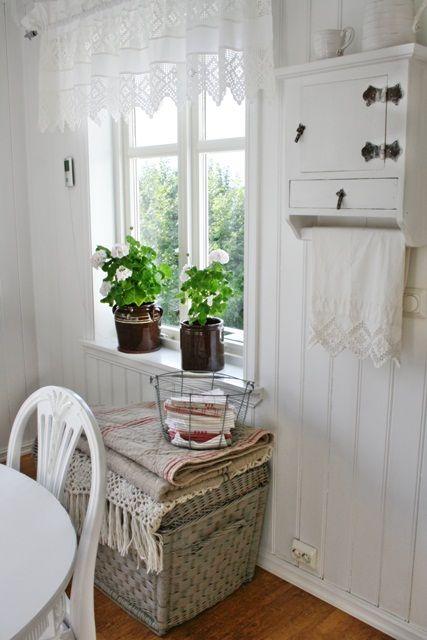 VIBEKE DESIGN: Enkelt & hvitt, sommerkjøkken