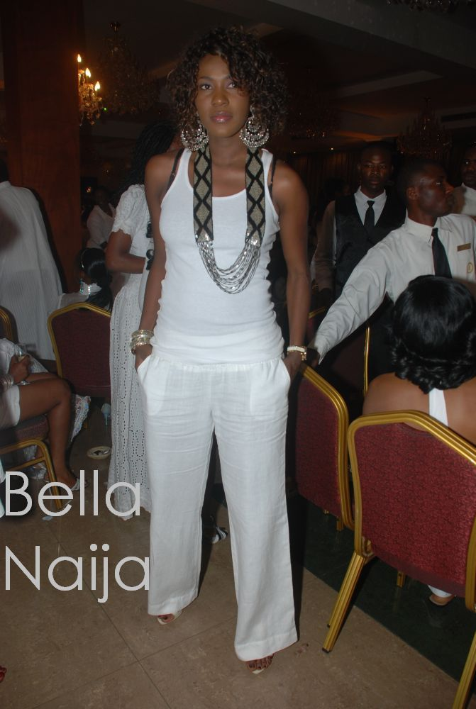 gorgeous outfit (great way to wear white linen pants at night ...