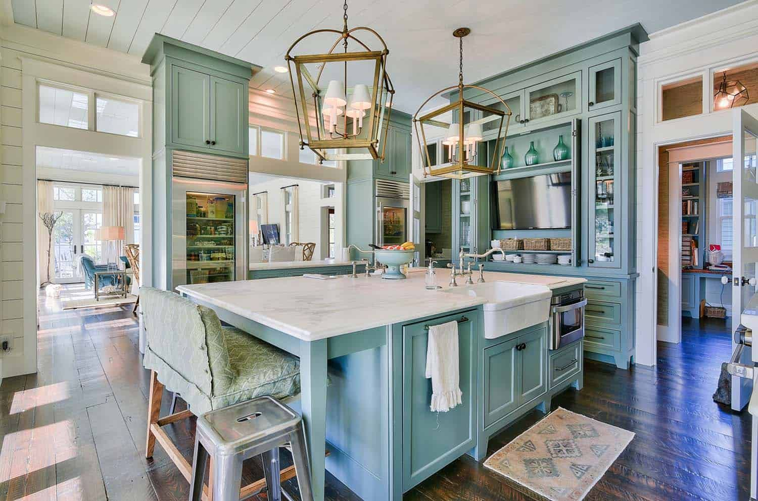 Delightful Lakefront Cottage With Inviting Interiors In Watercolor Beach House Interior Design Beach House Interior Luxury Beach House