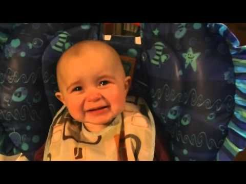 ▶ Emotionele baby moet huilen als mama gaat zingen - YouTube