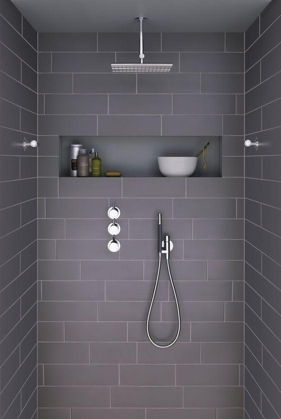 La salle de bain se fait �l�gante avec du gris. Du plus clair au plus fonc�, sur le mobilier ou sur les mat�riau, le gris cr�e du chic dans vos pi�ces d'ea
