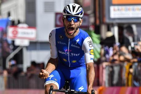 Giro: Gaviria vince la 3/a tappa Tortolì-Cagliari di 148 km e prende maglia rosa