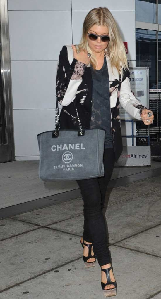 69fb59b26350b0 Cahenl shopping bag: Deauville tote Chanel Tote, Chanel Handbags, Chanel  Canvas, Shopping