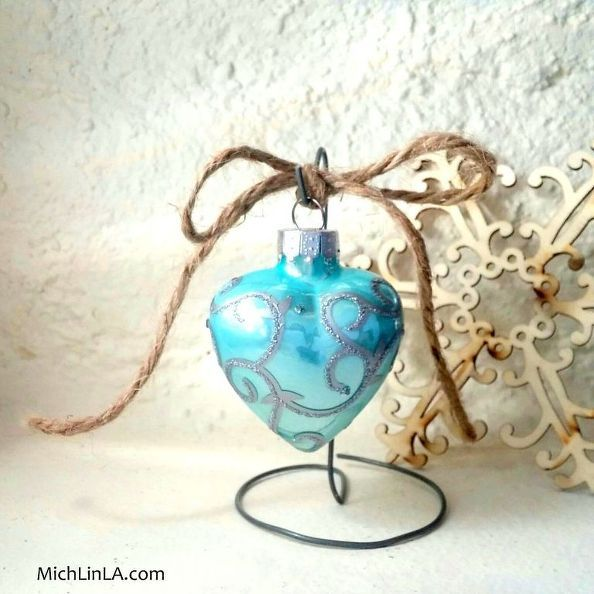 2 minute rustic wire ornament stand, christmas decorations, diy, fireplaces mantels, repurposing upcycling, seasonal holiday decor