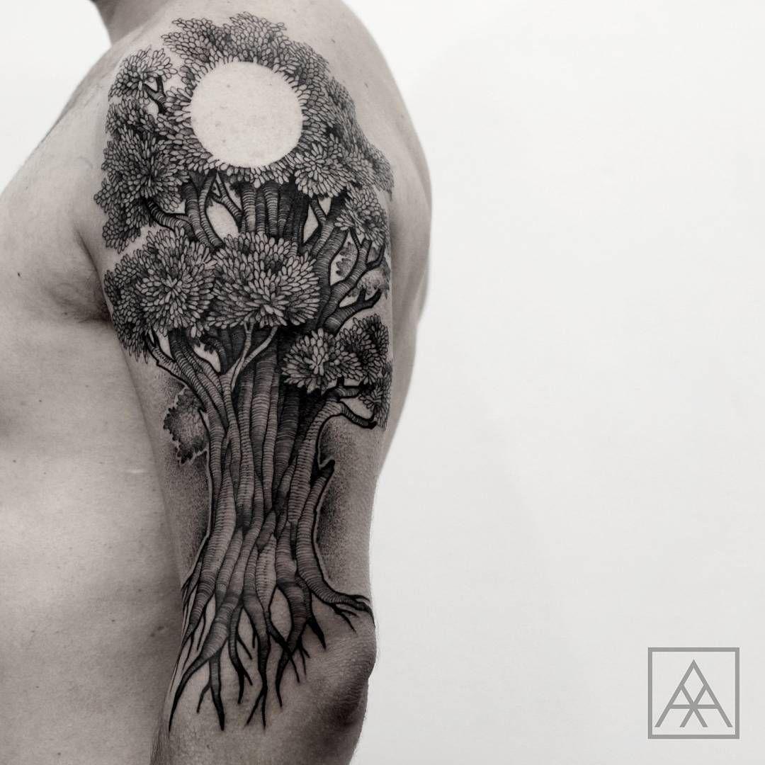 Tatuagem criada por Max Vorax de Curitiba.  Árvore em blackwork.  #tattoo #tatuagem #tattoo2me #art #arte #blackwork