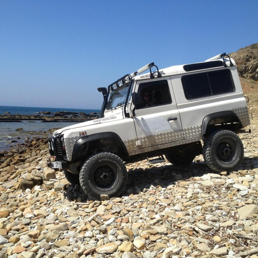 White Rhino :: 1998 Land Rover Defender 90