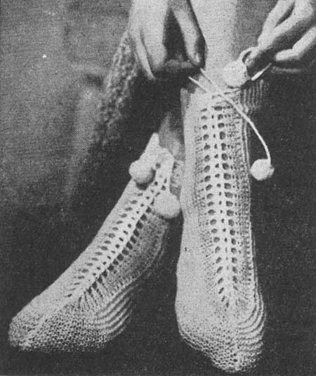 Knitting Vintage Socks : Free knitting pattern for cosy bed socks these lace