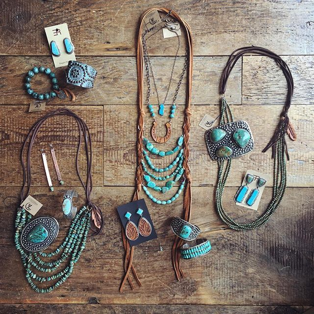 Western. Wednesday. What cowgirl dreams are made of. :cactus::ox::raised_hands: #turquoisefordays #westernwednesday #gorgeous #truelove #savannah7s