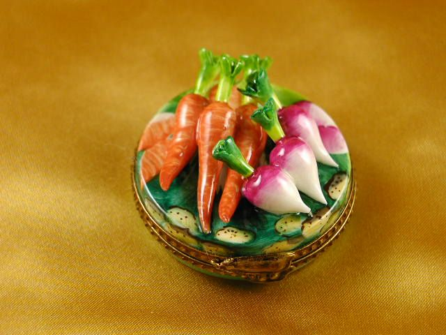 Radish & carrot on sm round..