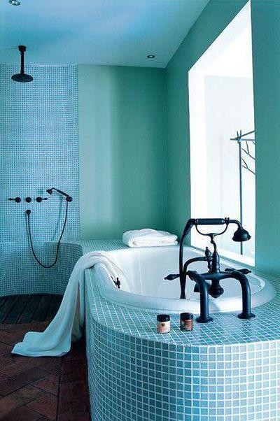 Une salle de bains toute bleue | Salle de bains, Salle et Bleu
