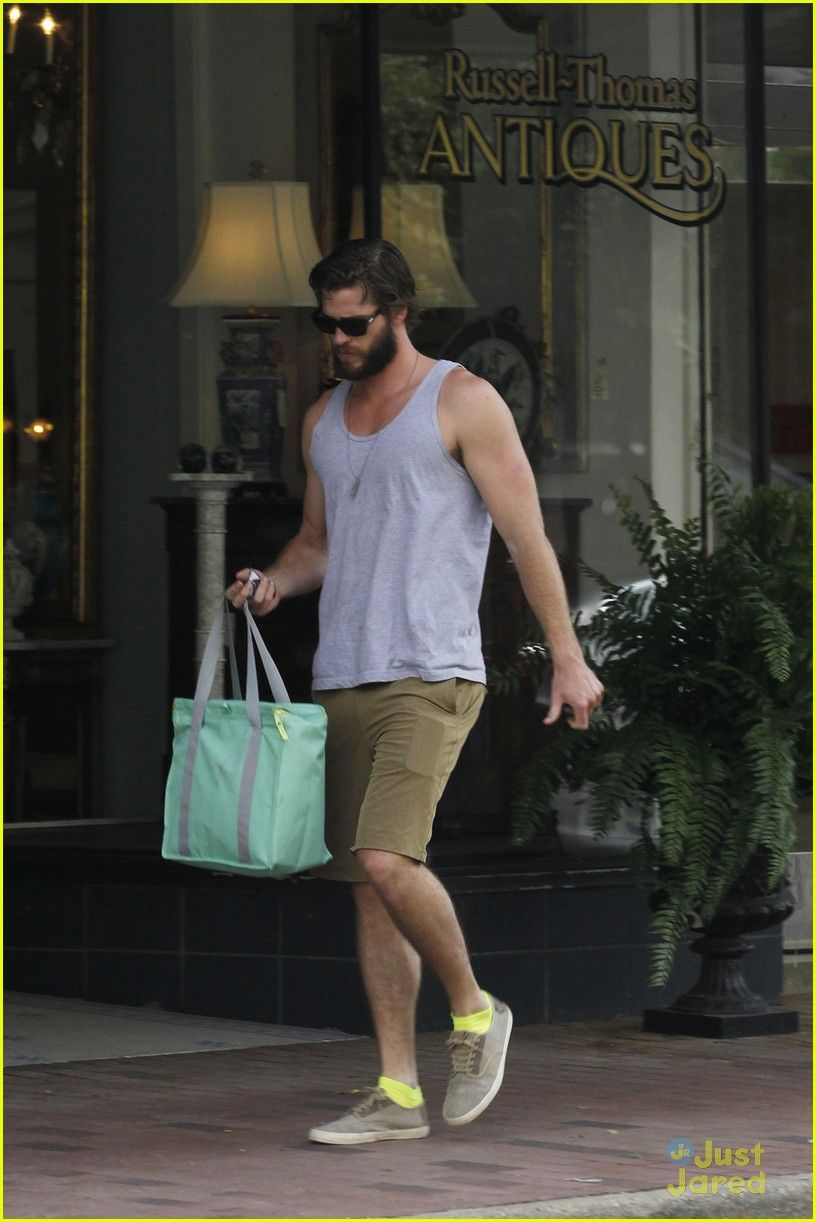 "Liam Hemsworth está em Mississippi para filmar ""By Way of Helena,"""