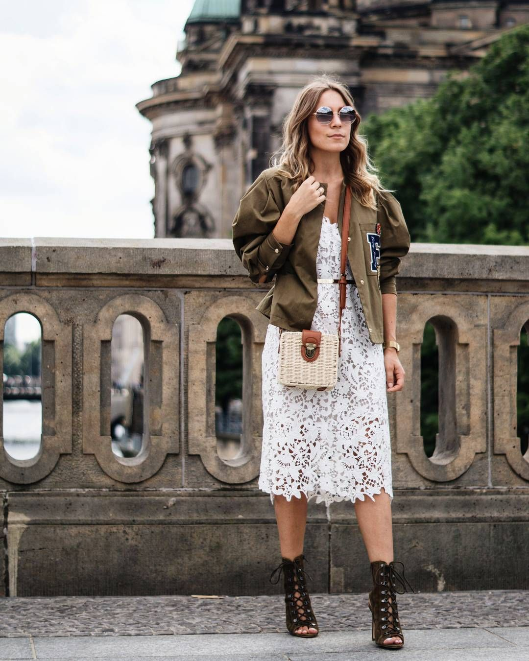 Pink lace dress with jacket  Sarah Schaefer  SARIETYCOM sariiety auf Instagram ueUp on the