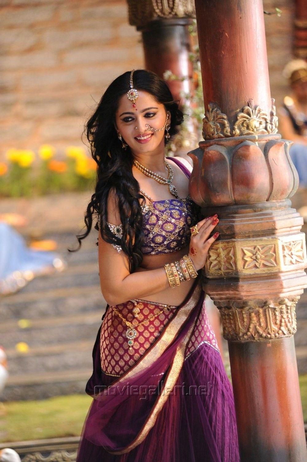 Anushka shetty anushka shetty hot stills pictures beautiful pictures - Anushka Shetty Hot Images In Rudhramadevi