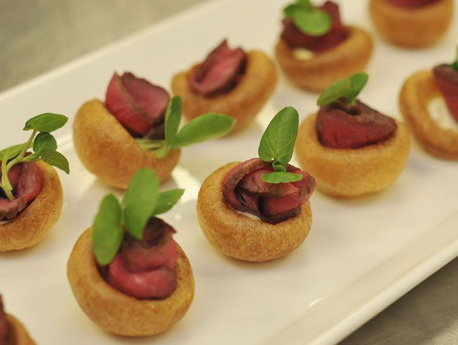 Mini yorkshire puddings with roast beef horseradish for Wedding canape ideas