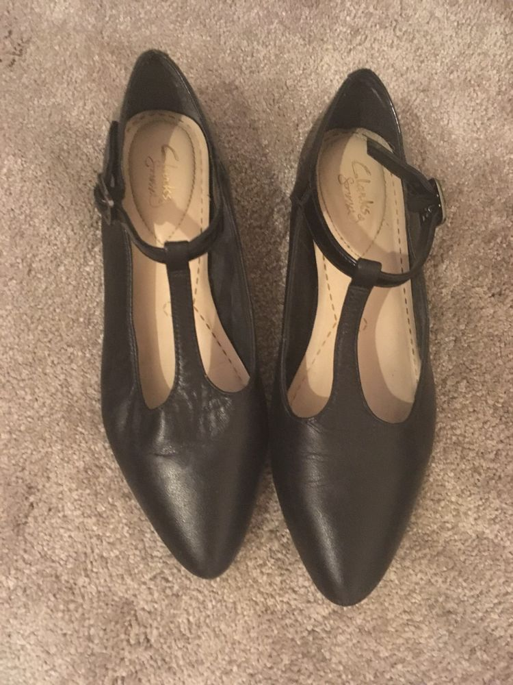 Clarks Womens/Girls Black Leather Flat