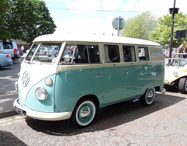 70s VW van, blue mint - I need to rent this for my photo