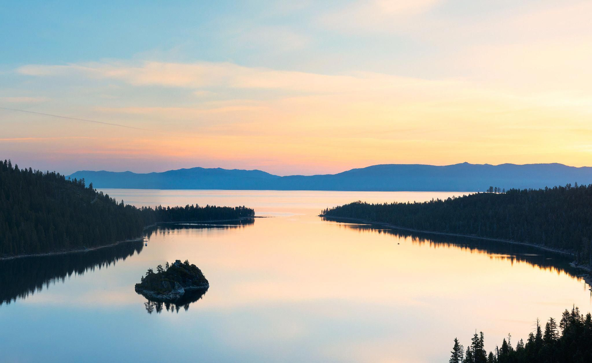 A Breathtakingg Sunrise At Emerald Bay Lake Tahoe California Oc 2048x1256 Music Indieartis Emerald Bay Lake Tahoe Lake Tahoe California Best Photographers