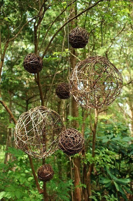 Wooden balls hang garden art #garden art #hangen #wood balls