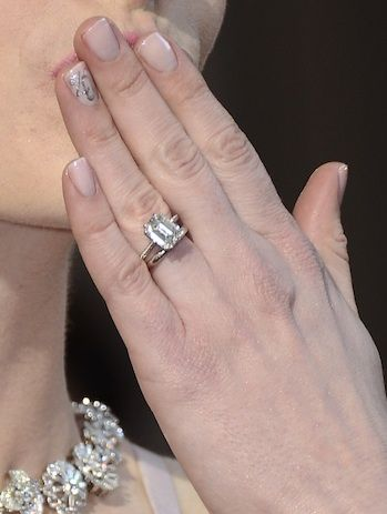 Anne Hathaway S Engagement Ring