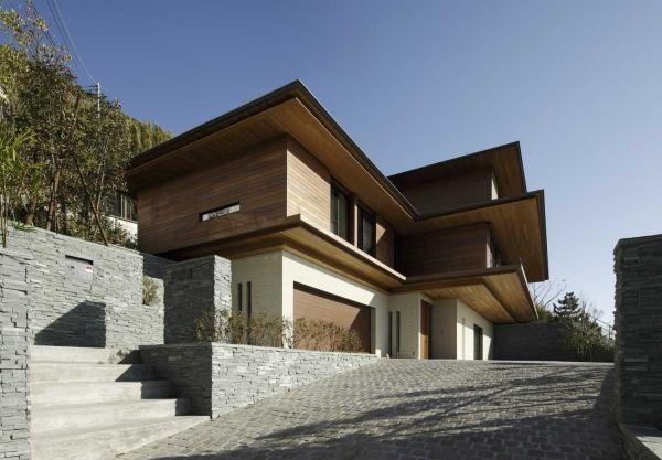 Modernes Haus Am Hang Einfahrt Holzfassade Naturstein Garage