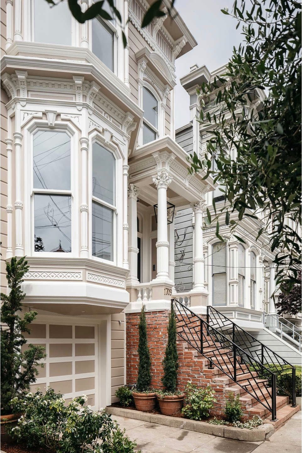 Inspired Interiors The Full House Home In 2020 San Francisco Houses Full House House