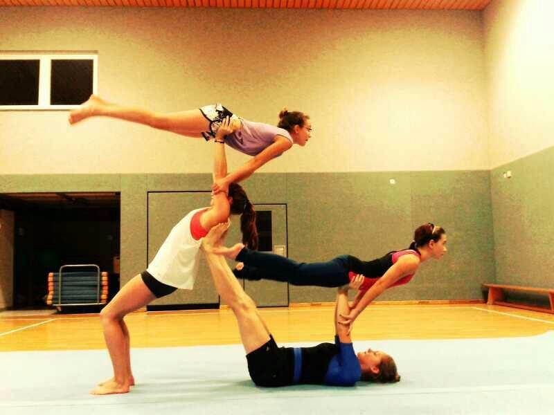 Akrobatik Im Turnverein With Images Acro Yoga Poses