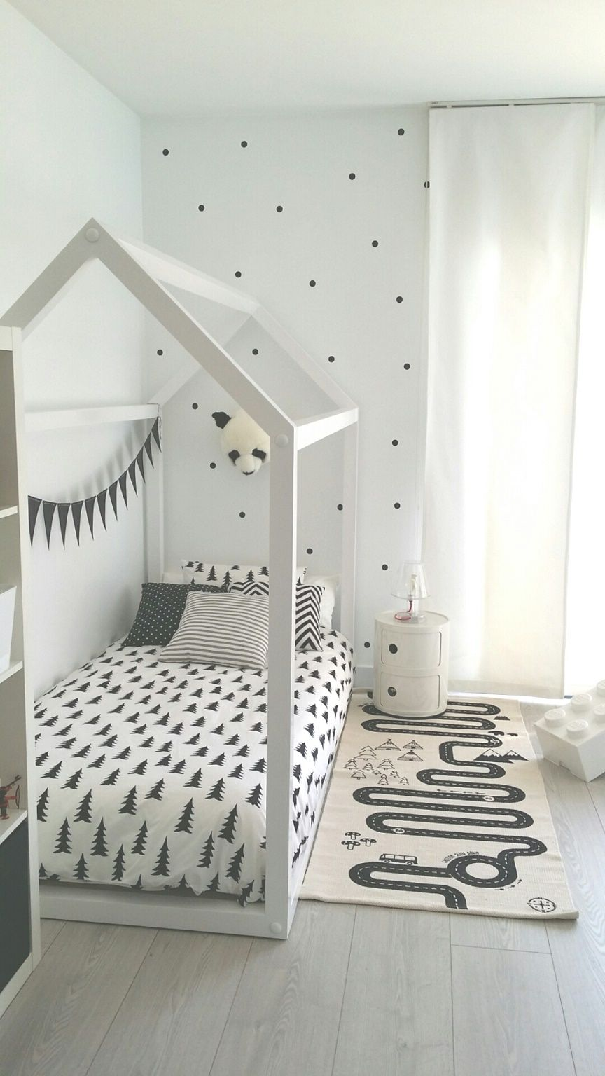 Habitaci n infantil en blanco y negro deco kids for Corredor deco blanco y negro