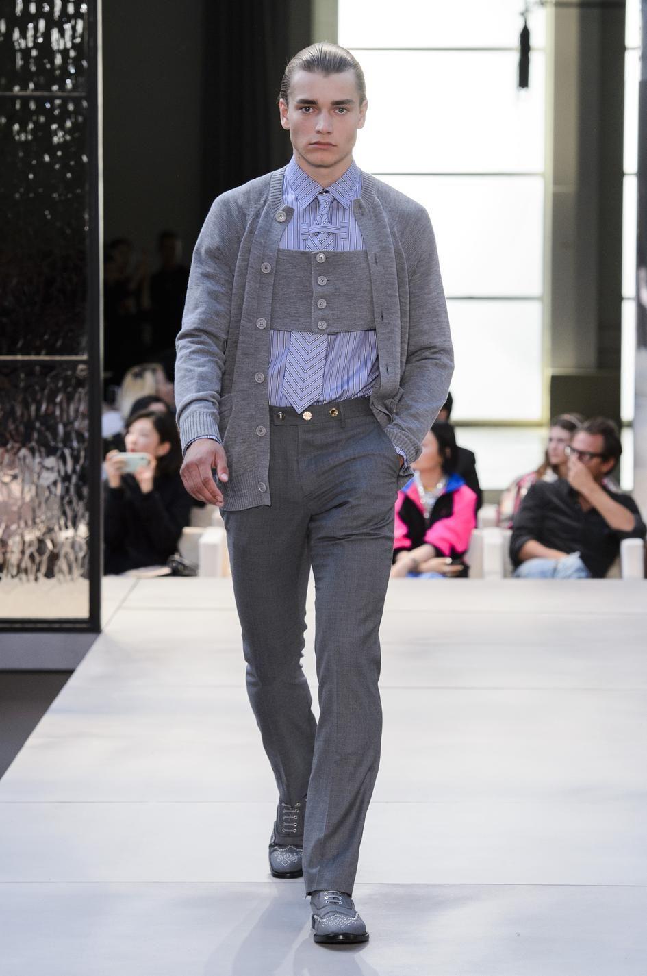 1632f69a48b4 Défilé Burberry Prêt-à-porter printemps-été 2019 Londres Homme Menswear  Riccardo Tisci