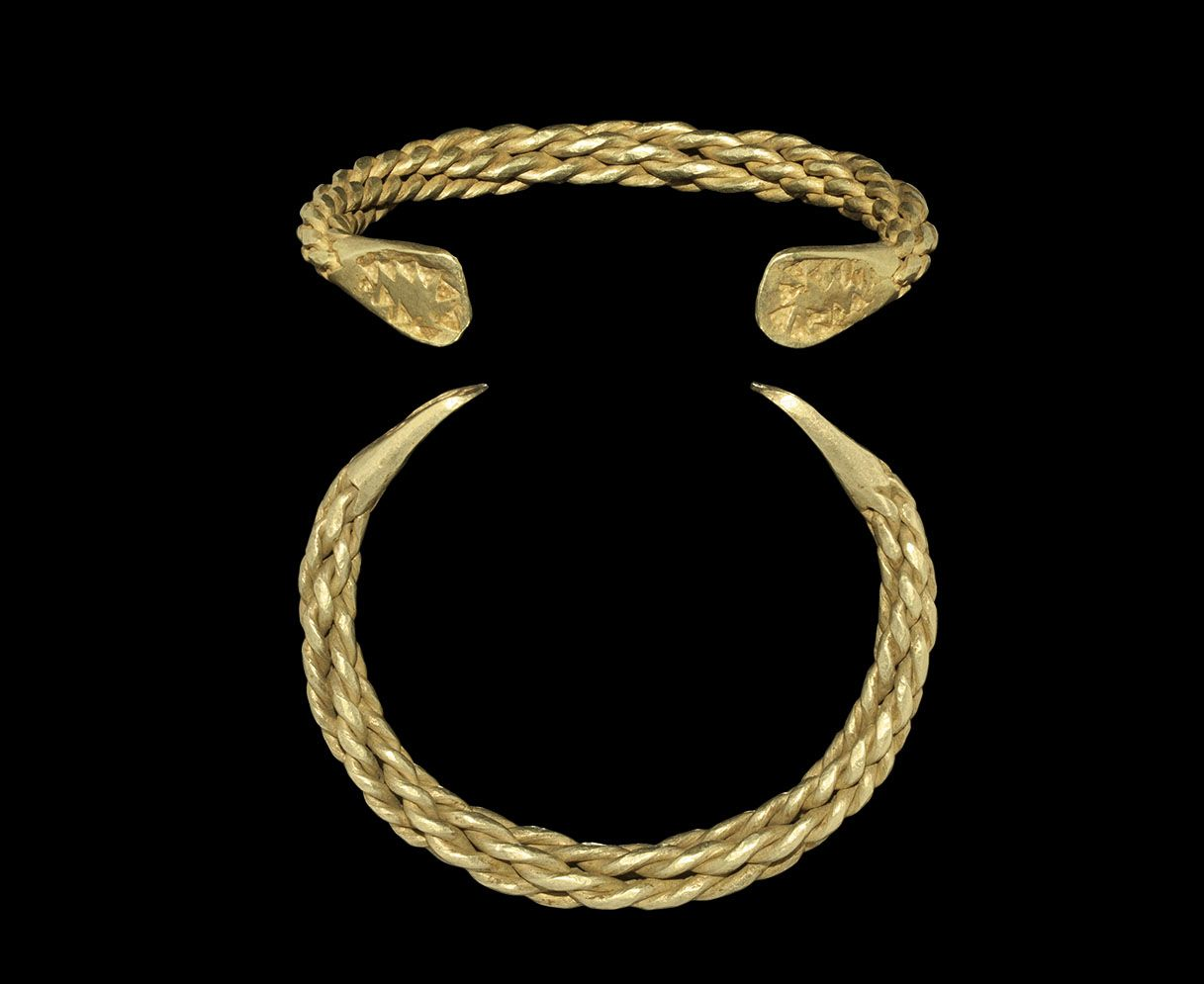 Viking gold plaited bracelet - Timeline Auctions