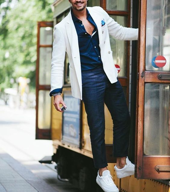tenue blazer blanc chemise de ville bleu marine pantalon chino bleu marine tennis blancs. Black Bedroom Furniture Sets. Home Design Ideas