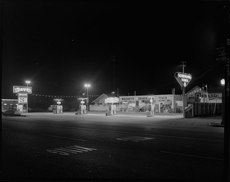 Wilco Gas and Sieberling Tire Store, Los Angeles, Joseph Fadler - 1954