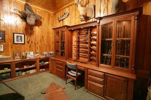 Amazing Ammo And Gun Collector: Arthur Amish Custom Gun Cabinet Wall Units
