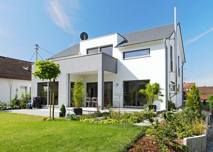 Ein Haus In Grau Weiß. #KOLORAT #Haus #Fassade #Fassadenfarbe #