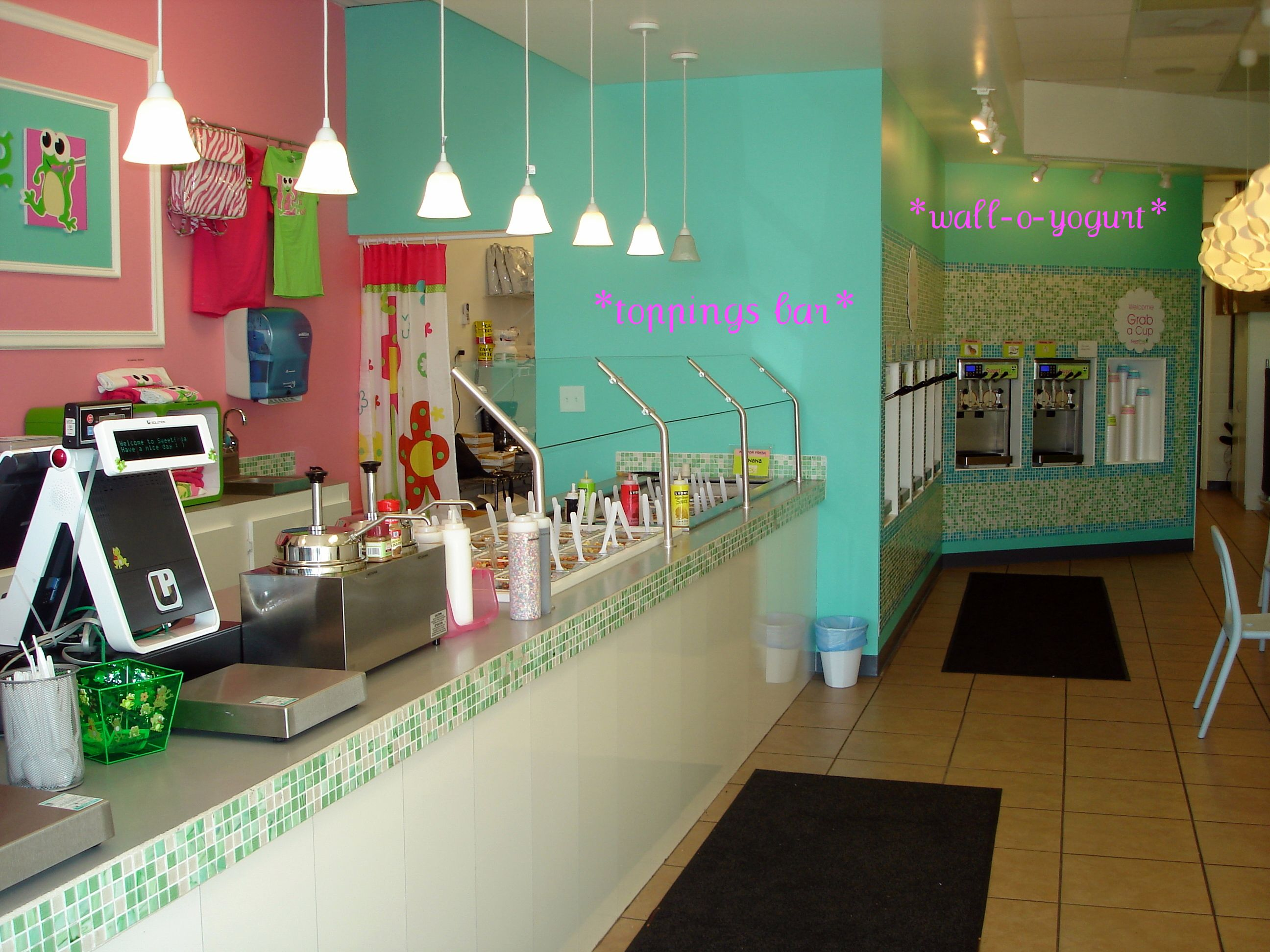 A Nice Looking Interior Design For An Ice Cream Shop Parlor Decor