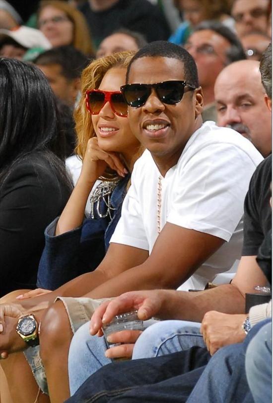 Jay z wearing a audemars piguet royal oak offshore watch celebrity watches for Celebrity wearing breitling